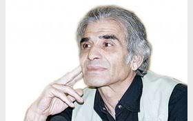 محمد شیری با دستمال گردن همیشگی اش