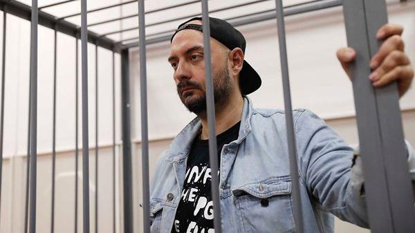 کارگردان اختلاس گر روسی از حصر خانگی آزاد شد