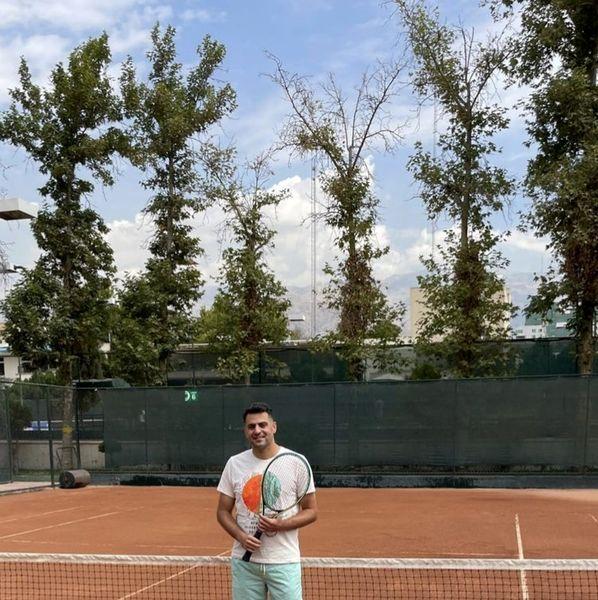 تنیس بازی کردن علی ضیا در باشگاه + عکس