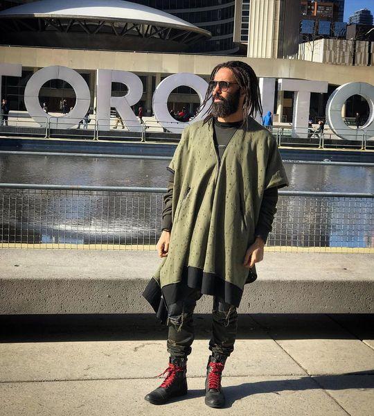 تیپ عجیب بازیگر دلدادگان در تورنتو+عکس