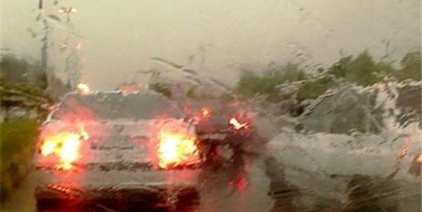 باران، بار ترافیک بزرگراهها را نیمهسنگین کرد