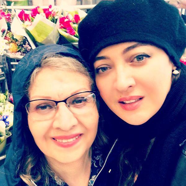 عکس نیکی کریمی و مادرش