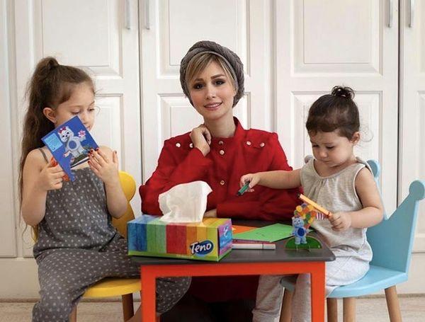 همسر و دختران شاهرخ استخری در خانه + عکس