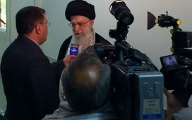 تفریح زمان بستری/ روایت امام خامنهای از برخورد ظریف و عراقچی با درخواست آمریکاییها+ عکسهای حاشیه ای ترخیص