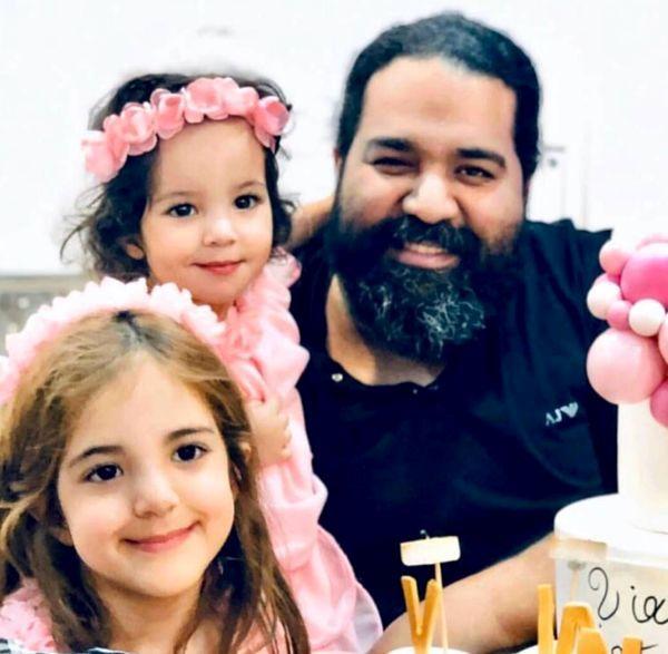 رضا صادقی و دخترانش + عکس