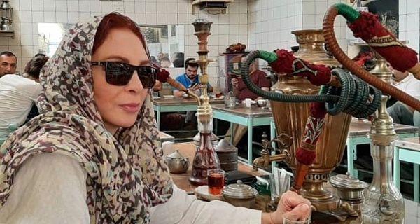 پخته شدن افسانه بایگان در قهوه خانه+عکس