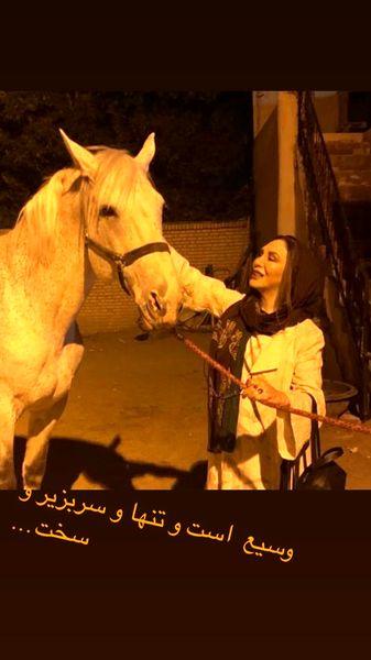 اسب سفید و رویایی افسانه بایگان + عکس