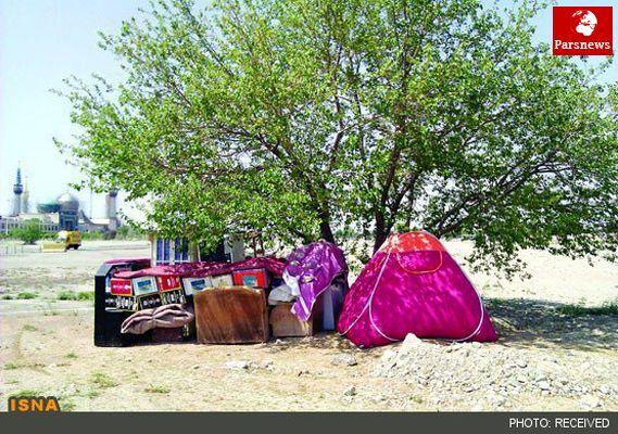 چادرنشینی خانواده بیپول در بهشت زهرا