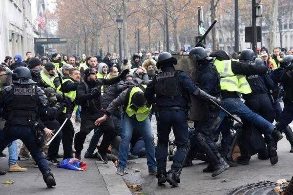 معترضان فرانسوی به نزدیکی کاخالیزه رسیدند