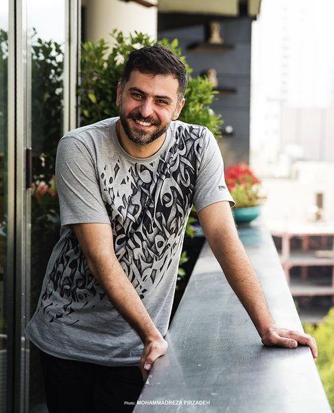 تی شرت خطاطی شده علی ضیا + عکس