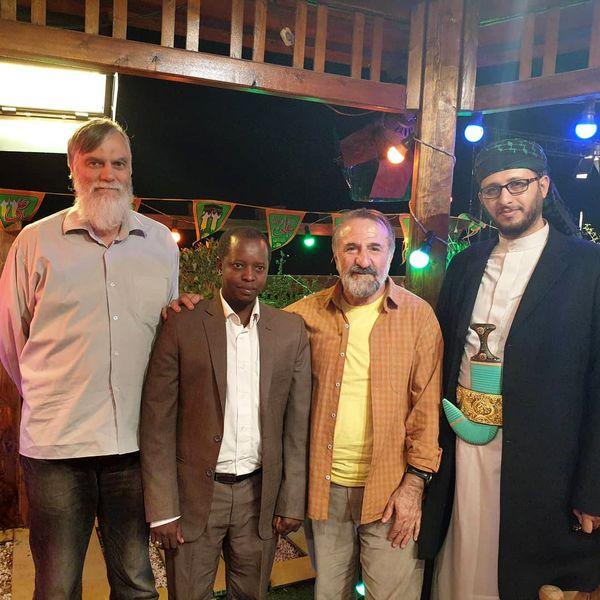 مهران رجبی در میان شیعیان آلمان و نیجریه و یمن+عکس