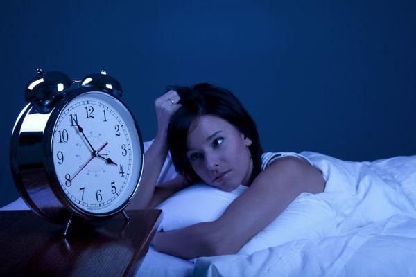 دلایلی پنهان که شما را نیمه شب از خواب بیدار می کنند