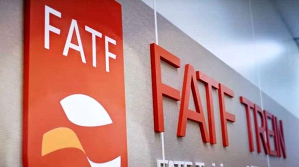 توییتر:: چرا دولت و مجلس برای عضویت در FATF اصرار دارند؟