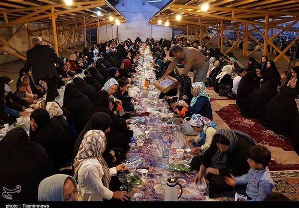 بر پایی ضیافت افطاری با حضور 500 نفر از ایتام در قزوین توسط کمیته امداد امام خمینی