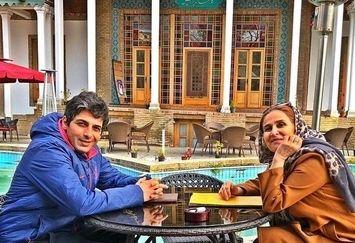 عکس حمید گودرزی و مادر جوانش در یک عمارت بی نظیر