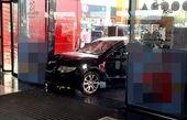حمله با خودرو به یک مرکز خرید در رومانی