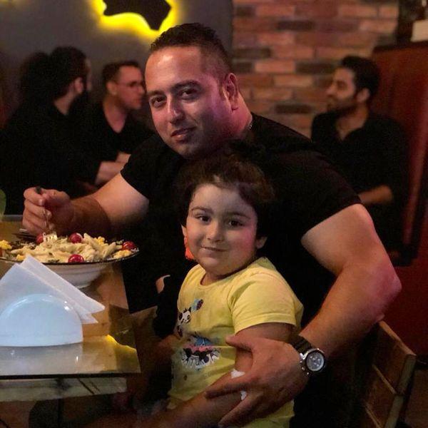 رستوران گردی دختر تپلی بهداد سلیمی با دایی جانش+عکس