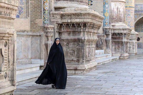 لیلا زارع چادری شد  + عکس