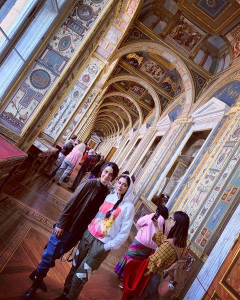 گردش خواهران فرجاد در کاخ مجلل روسی+عکس