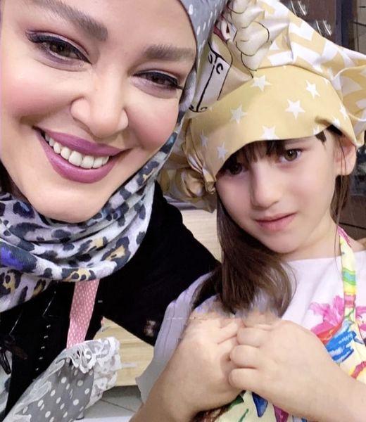 آشپزی کردن بهاره رهنما با دختر کوچولو + عکس
