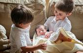 چگونه حسادت به فرزند دوم را در کودکمان کنترل کنیم؟