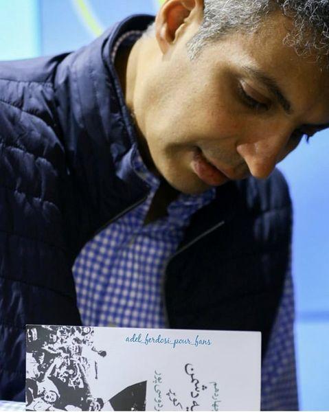 امضا دادن عادل فردوسی پور به هوادارانش + عکس