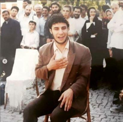 وقتی جواد عزتی تئاتر خیابانی اجرا میکرد + عکس