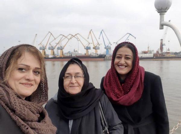 گشت و گذار خانم بازیگر و خانواده اش در انزلی + عکس