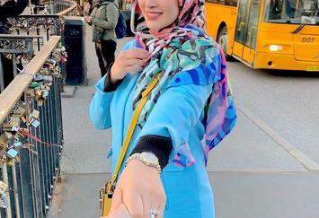 عکس خوش آب و رنگ آناشید حسینی در خارج