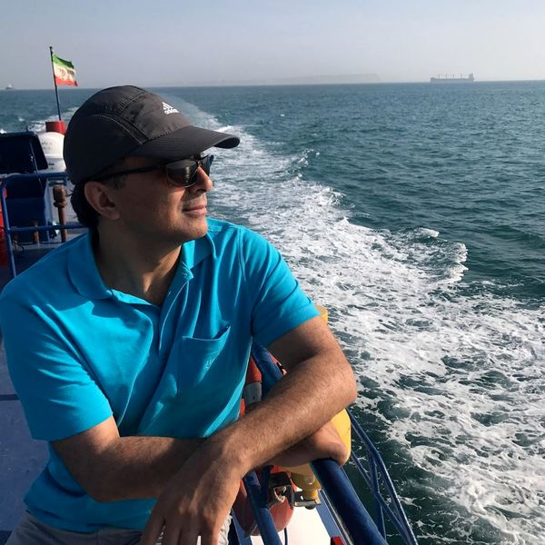 قایق سواری خواننده مشهور در دل دریا + عکس