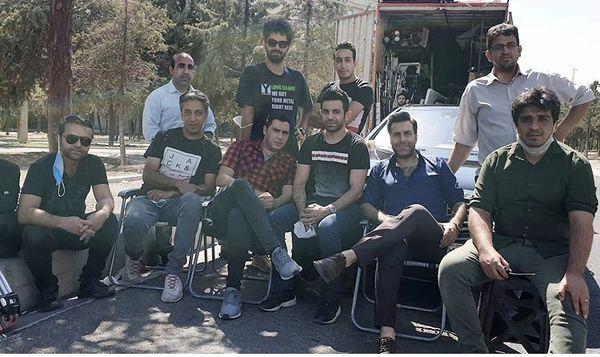 مجید واشقانی و دوستانش در پشت صحنه + عکس