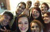 سلفی شاد بازیگران و مهمانان نمایش «آلفرد» با حضور مهراوه شریفی نیا